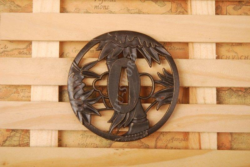 Iron Tsuba Hand Guard For Japanese Samurai Sword Knives Katana Wakizashi Ht083
